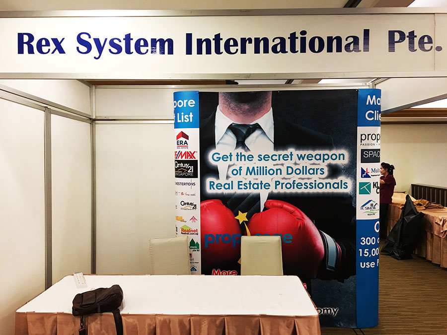 2x3 popup backdrop event display for small booth © Pixel Planet Design