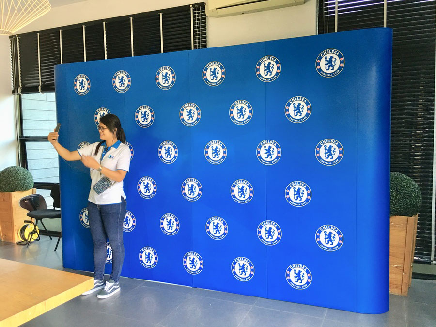 4x3 popup display as large backdrop for press conference and photo shooting © Pixel Planet Design